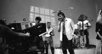 Unknown 70s pop group in studio